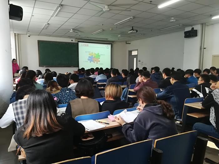 息工程学院举办2018届毕业生专场宣讲招聘会